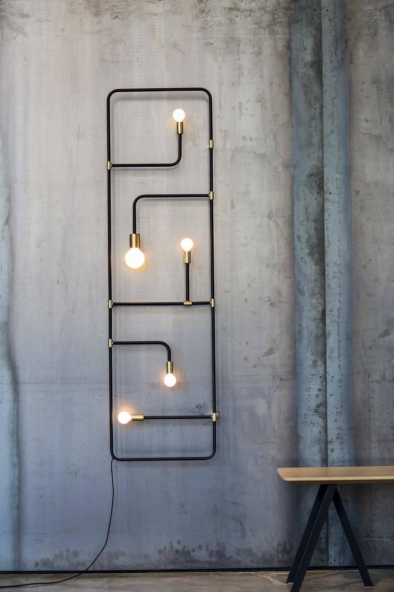 Sistema di illuminazione con tubi dell'acqua